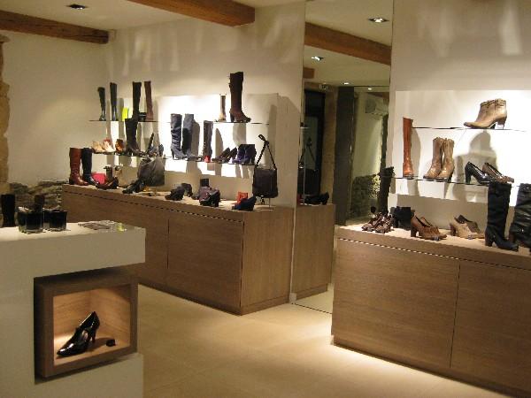 Boutique AOHNA spécialiste lyonnais des chaussures italiennes pour femmes.